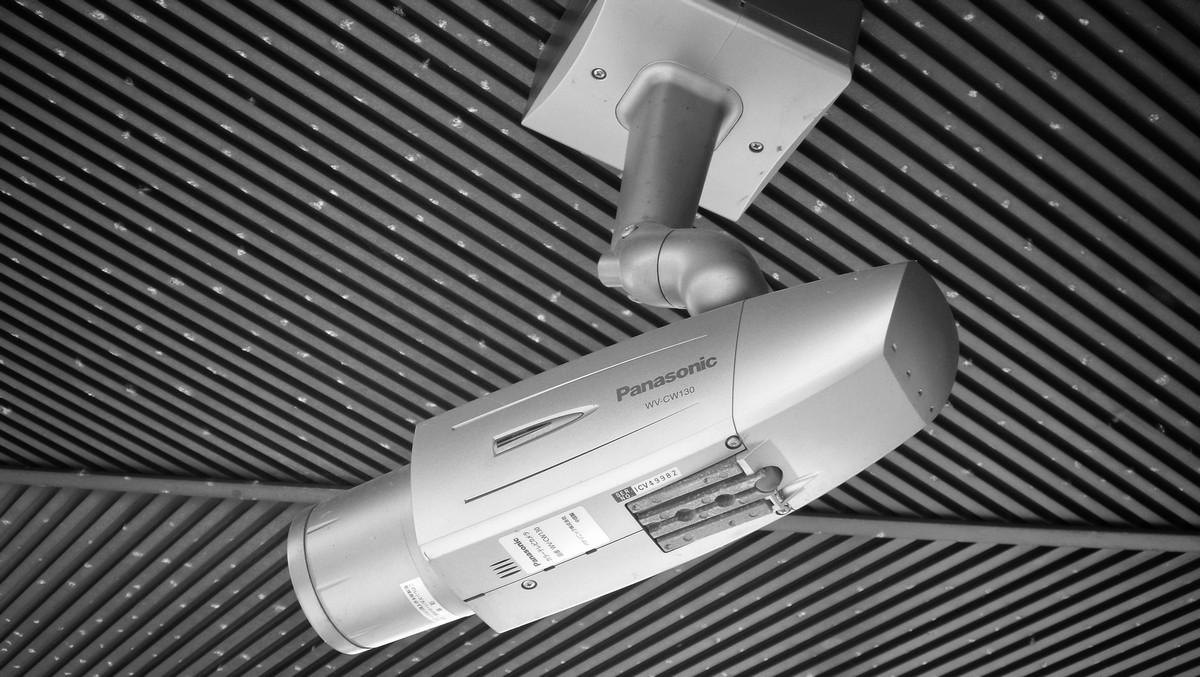 Špionážní technika ve formě bezpečnostní kamery.
