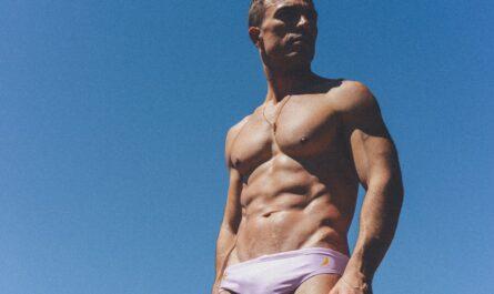 Spodní prádlo na svalnatém muži.